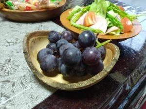 島居さん手づくりの木工ブドウ皿