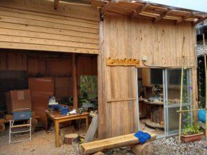 屋根付きの工房にて体験を行います。雨天時でも体験可能です。